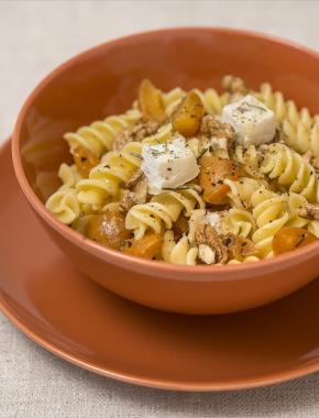 Torsades terroir au chèvre, romarin, miel et abricots caramelisés