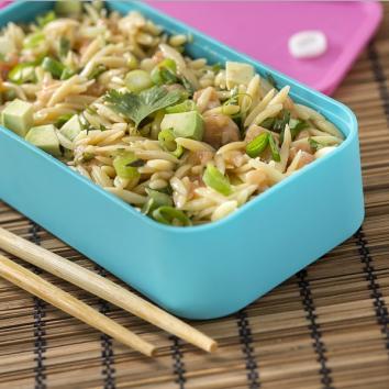 Salade japonaise aux pépinettes et saumon cru
